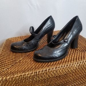 Unlisted Wing Tipped Heels